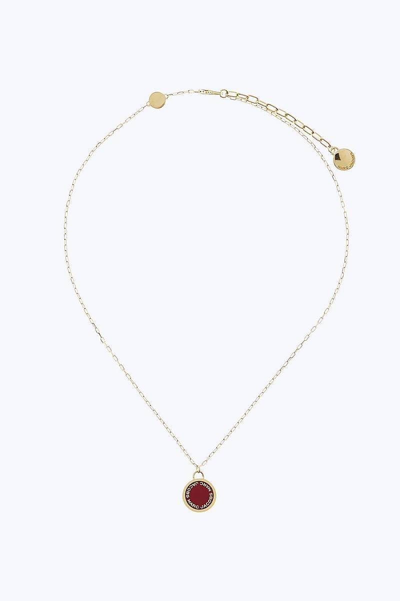 87005f878 Zlato-červený náhrdelník MARC JACOBS s okrúhlym príveskom M0008546 ...